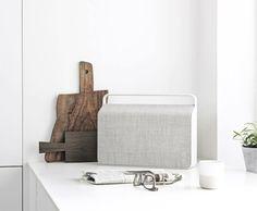 'Vifa Copenhagen' feiert in Skandinavien großen Erfolg als der angesagteste tragbare Lautsprecher: starkes Design, klare Linien, hervorragender Sound und hochwertige Materialien. In Deutschland exklusiv bei Lagom White GmbH zu haben. Hier entdecken und shoppen: http://sturbock.me/ZgK