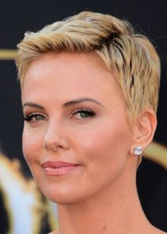 20 Cute Short Pixie Haircuts for Women over 50 Pictures