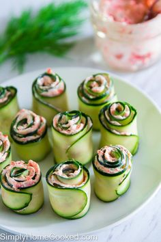 smoked salmon cucmber rolls (replace cream cheese w cottage cheese ? easy smoked salmon cucmber rolls - maybe adding a little horseradish? The best smoked salmon cucumber appetizers. Thinly sliced cucumber rolled up with smoked salmon cream cheese spread Cucumber Appetizers, Yummy Appetizers, Appetizer Recipes, Seafood Recipes, Party Appetizers, Cucumber Recipes, Vegtable Appetizers, Canapes Recipes, Cucumber Rolls
