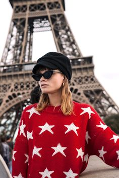 #paris #mallorythelabel #photoshooting #fashion #winter #autumn #collection #stars Red Sweaters, Knitted Fabric, Christmas Sweaters, Red And White, Fitness Models, Pairs, How To Wear, Autumn, Outfits