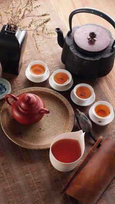 Tea - chai pari k sath. Matcha, Tee Kunst, Chocolate Cafe, Chinese Tea Set, Chinese Art, Asian Tea, Chocolate Caliente, Tea Culture, Cuppa Tea