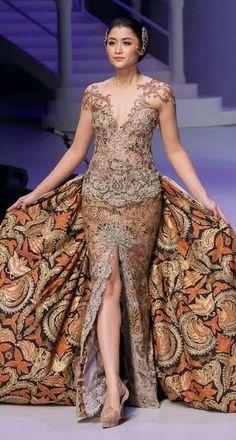 Kebaya Anne Avantie Kebaya Bali, Kebaya Dress, Indonesian Kebaya, Batik Dress, Kimono, Model Kebaya Modern, Fashion Walk, Women's Fashion, Kebaya Wedding