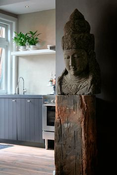 Unbelievable Old beam or maybe driftwood, as a stand for ornament.**(but not that statue)** The post Old beam or maybe driftwood, as a stand for ornament.**(but not that statue)**… appeared first on Decor Designs . Asian Interior Design, Asian Design, Interior Design Kitchen, Interior Styling, Interior Decorating, Zen Decorating, Japanese Interior, Balinese Decor, Decoration Inspiration
