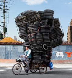 Hauling tires in China -- photo by Alain Delorme