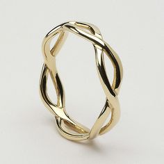 This! Would be perfect if it was both silver and gold twisted together. Wedding ring