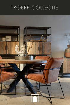 TROEPP Ronde tafel met dubbele X poot in zwart staal, verkrijgbaar in Ø130 voor € 599,- en Ø150cm voor € 699,-.   Onderdeel van de uitgebreide industriële TROEPP collectie met mat zwart metalen frame, en binnen-, zij- en achterkant, plus het stoere en robuuste Old Barnwood met mooie nerf structuren en kleur nuances. Bestaande uit een ronde tafel, opbergkast, dressoir, TV-meubel, salontafel, wandrek, wandtafel en klein dressoir.