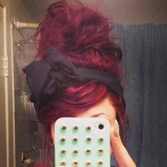 my hair is finally this color. the bun with the bow, perf.