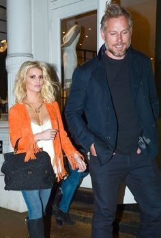Jessica Simpson & Eric Johnson Shopping At Intermix