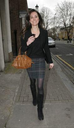 Kate Middleton pre engagement on her way to work - stylish low key tartan skirt Kate Middleton Outfits, Looks Kate Middleton, Princess Kate Middleton, Pippa Middleton, Kate Middleton Young, Fashion Moda, Royal Fashion, Womens Fashion, Duchess Kate