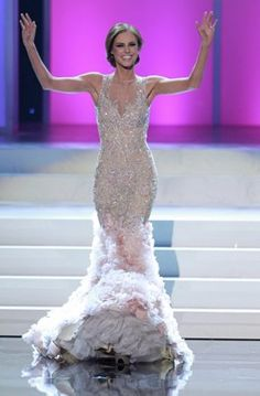 Alyssa Campanella, Miss USA 2011, at this year's pageant. An absolutely gorgeous gown! No need for accessories or extravagant hair and make-up.