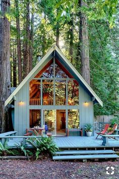 What is the Tiny House Movement? Best Tiny House Rentals, 2020 - - What is the tiny house movement? Learn about tiny house living and check out the best tiny house rentals for Living big in a tiny house ain't bad! Best Tiny House, Tiny House Cabin, Tiny House Living, Tiny House On Wheels, Open House, Tiny House Plans, House In The Woods, House By The Lake, Tiny House Luxury
