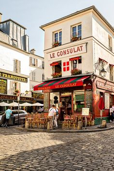 Le Consulat  Cafe in Place du Tertre…