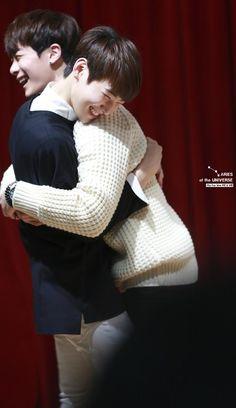[10.10.2015] Astro Fansign - EunWoo e MoonBin