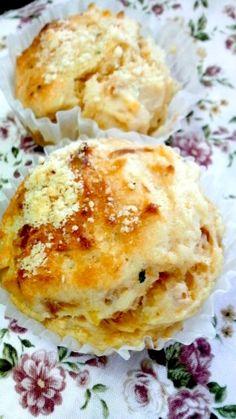 楽天が運営する楽天レシピ。ユーザーさんが投稿した「簡単★ポテトとツナのお食事マフィン」のレシピページです。混ぜるだけで簡単のお食事マフィンです。焼き立てより粗熱が取れたころ以降の方がおいしいかも?。マフィン。強力粉(はるゆたか),ベーキングパウダー,オリーブ油,牛乳,卵,マッシュポテト,にんにくのすりおろし,バジル,塩,粉チーズ