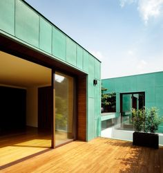 Copper Cladding turned green in modern house exterior Roof Cladding, Cladding Design, Exterior Wall Cladding, House Cladding, Metal Cladding, Cladding Ideas, Copper House, Copper Roof, Garage Guest House