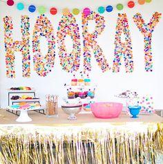Decora la pared con confeti de papel! / Decorate the wall with confetti!