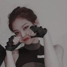 Find images and videos about kpop, goals and rose on We Heart It - the app to get lost in what you love. Black Hair Kpop, Black Pink Kpop, Blackpink Icons, Cute Icons, Aesthetic People, Aesthetic Girl, Aesthetic Black, Kpop Couples, Cute Couples