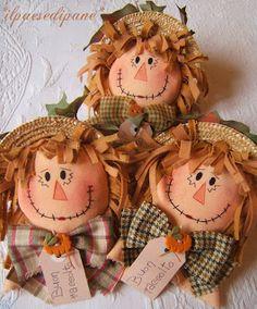 La Maison de Maristella - felt hair on fabric raggedy doll Scarecrow Doll, Scarecrow Crafts, Fall Scarecrows, Moldes Halloween, Adornos Halloween, Fall Halloween, Halloween Crafts, Halloween Decorations, Autumn Crafts