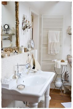 If you're gonna use a pedestal sink, you'll need something close by to keep your supplies such as a pretty shelf behind the sink.
