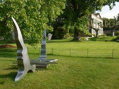 Sculptures de Manuel Torres en guise de table et de chaises extérieurs Sculpture, Table, Gardens, Chairs, Radiation Exposure, Sculpting, Tables, Statue, Desks