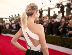 Pin for Later: See Every Breathtaking Beauty Look From the 2016 SAG Awards Kristen Wiig We're definitely going to copy Kristen's textured ponytail for our next night out.