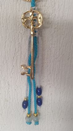 kuku jools: Γούρι σε τυρκουάζ χρώμα με σταυρό και κλειδί
