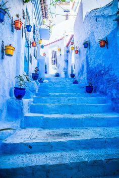 A cidade azul de Marrocos: é assim que são as ruas típícas de Chefchaouen.  Tudo lindo, tudo azul!