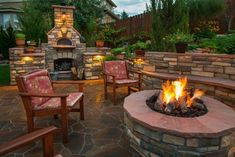 Outdoor Fireplace or Outdoor Fire Pit? Whichever side you identify with, there is no right or wrong choice when deciding on an outdoor fireplace or an outdoor fire pit. Diy Fire Pit, Fire Pit Backyard, Backyard Patio, Backyard Landscaping, Fire Pits, Backyard Ideas, Patio Ideas, Backyard Fireplace, Backyard Seating