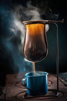 Ideas for camping photography food Coffee Shop, I Love Coffee, Coffee Cafe, Coffee Humor, Drip Coffee, V60 Coffee, Coffee Break, Coffee Dripper, Photo Café