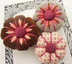 Textile Jewelry, Fabric Jewelry, Jewelry Art, Fabric Flower Brooch, Fabric Flowers, Kanzashi Flowers, Rustic Flowers, Fabric Beads, Textiles