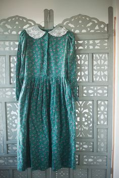Vintage Laura Ashley green lace collar dress with by MjauVintage, kr300.00