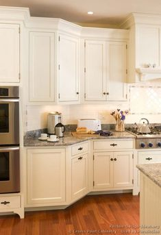 of the Day: White kitchens brighten up the home. (By Crown Point Cabinetry) White Kitchen Cabinets, Kitchen Countertops, Crown Point Cabinetry, Victorian Kitchen, New Kitchen, Kitchen Ideas, Kitchen Layouts, Kitchen Tips, Kitchen Pictures