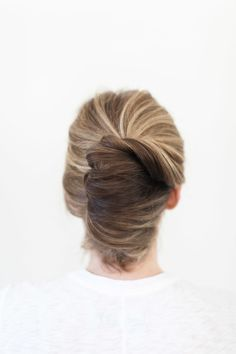 How to: Classic French Twist: http://www.stylemepretty.com/2015/04/01/bridal-beauty-classic-french-twist/ | Photography: Ruth Eileen - http://rutheileenphotography.com/
