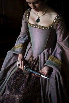 A rose has thorns Mode Renaissance, Renaissance Costume, Medieval Costume, Renaissance Clothing, Renaissance Fashion, Medieval Dress, Tudor Costumes, Period Costumes, Historical Costume