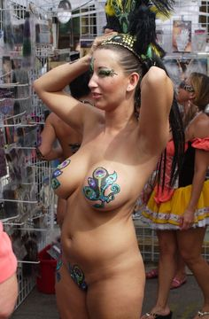 Looking for Fantasy Fest Body Painting wallpaper and image with High Quality? Body Painting Show, Body Painting Soccer, Body Painting Pictures, Woman Painting, Airbrush Body Paint, Female Body Paintings, Masterpiece Theater, Festivals Around The World, Girl Body
