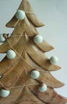 Natural Christmas Garland - Oak And Acorn - Light Green - Moderne Rustic - Wall Decorations - Christmas Tree - Wool felt - 6 Feet - 18 Count