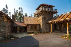 Rustic log cabin luxury defined in this Rocky Mountain getaway Log Home Designs, Rustic Home Design, Lake Cottage, Rustic Cottage, Cabin Homes, Log Homes, Small Log Cabin, Log Home Floor Plans, Luxury Cabin