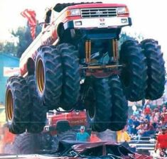 Truck And Tractor Pull, Tractor Pulling, 4x4 Trucks, Cool Trucks, Monster Jam, Monster Trucks, Ford Bronco, Bigfoot, Rc Cars