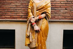 A Gorgeous Quarantined Home Wedding of Megha & Tusshar In Delhi Indian Wedding Gowns, Indian Bridal Sarees, Indian Bridal Outfits, Indian Bridal Fashion, Wedding Reception Guest Outfits, Bridal Lehenga Collection, Saree Blouse Patterns, Stylish Sarees, Saree Look