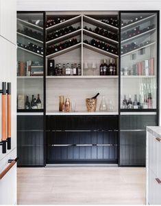 Wijnkast boven de keuken! <3