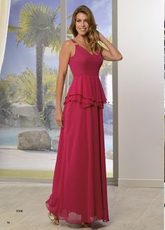 f9c365e5b85f6 Vestido largo con peplum y adorno dorado en tirante