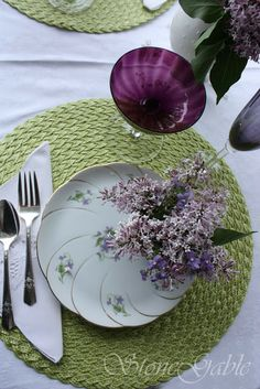 StoneGable: Lilac Tea And Sandwiches Love how the forks are positioned in line with round mat and napkin repetition of line Purple Table Settings, Table Place Settings, Lavender Cottage, Rose Cottage, Tea Party Table, A Table, Ornamental Cabbage, Lilac Bushes, Smelling Flowers
