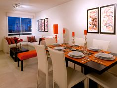 Decoración de sala comedor pequeña en color naranja