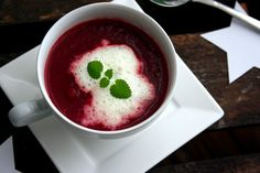Rote-Beete-Suppe mit Wasabischaum
