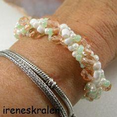 Armband elastisch Glas Kraaltjes Zalm Wit Groen van irenesKralen op DaWanda.com