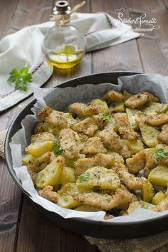BAKED CHICKEN SLICES and yummy potatoes ! - recipe baked chicken strips and baked crispy potatoes recipe au gratin recipe baked chicken strips - Baked Chicken Strips, Chicken Strip Recipes, Baked Chicken Recipes, Meat Recipes, Baking Recipes, Healthy Recipes, Chicken Slices, Potato Gratin Recipe, Pollo Chicken
