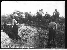 Nos chasseurs d'Afrique en action près de Nieuport dans les dunes de sable : [photographie de presse] / [Agence Rol]