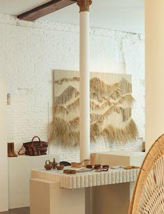 Sessùn Madrid par Gabriel Escámez (Studio Cobalto) & Emma François Madrid, We Fall In Love, Brutalist, Wooden Flooring, African Art, Side Chairs, Gabriel, Concept, Studio