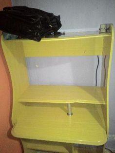 Mesa para computador - linda - semi nova - Barato