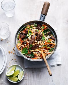 Have a filling, low-calorie dinner on the table in only 15 minutes with our healthy recipe for Thai beef noodles, made with crunchy veg, fresh herbs and toasted cashews. Quick Beef Recipes, Spicy Recipes, Asian Recipes, Healthy Dinner Recipes, Cooking Recipes, Healthy Breakfasts, Healthy Snacks, Delicious Recipes, Diet Recipes